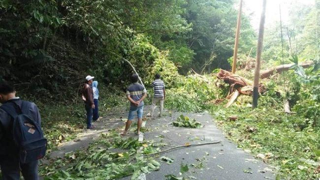 Jalan Menuju Ibu Kota Kabupaten Bolsel Tertutup