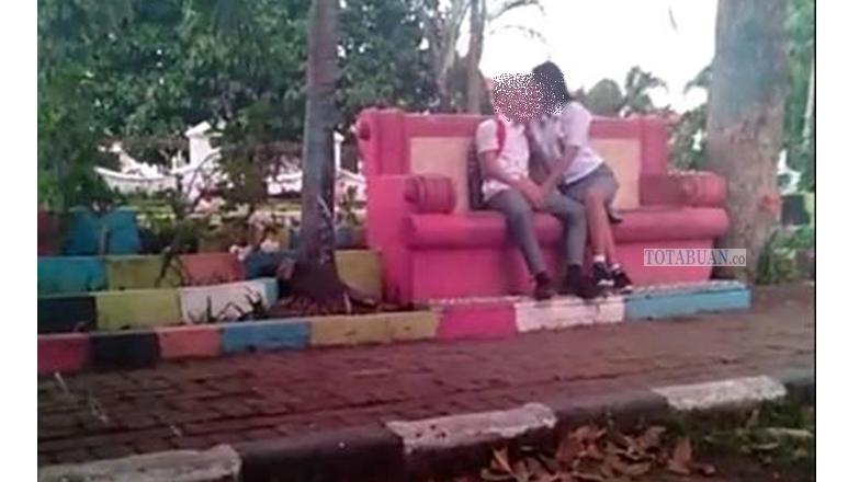 Viral, Pelajar SMA Kotamobagu Cium di Tempat Umum