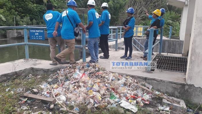 Sampah Kiriman dari Kotamobagu Ganggu PLTM Lobong