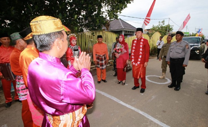 Hadir di HUT ke 16 Kecamatan Posigadan, Ini Kata Bupati Iskandar Kamaru