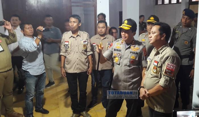 Kapolda Sulut Tinjau Kesiapan Logistik Pemilu di KPU Kotamobagu