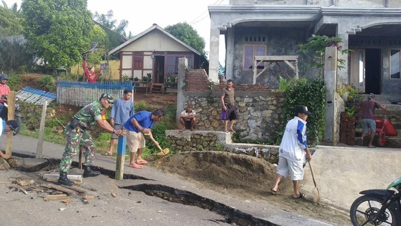 Tanah Bergerak, Ruas Jalan Desa Lanut Boltim Amblas