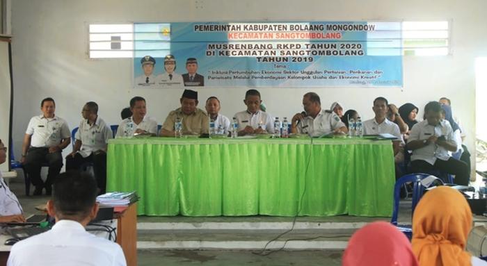 Asisten II Bolmong Buka Musrembang di Kecamatan Sangtombolang