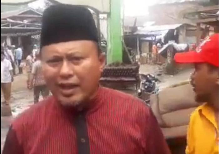 Dewan Masjid Sulut Kerahkan Relawan di Lokasi Banjir Bersihkan Sampah