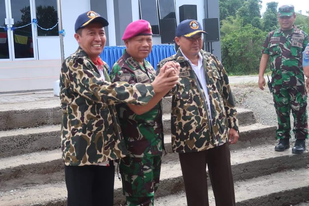 Resmikan Pos TNI AL, Iskandar dan Herson Dapat Gelar Keluarga Kehormatan