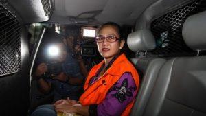 Anggota Komisi V DPR Damayanti Wisnu Putranti berada dalam mobil tahanan.