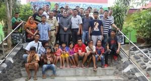 Foto Bersama wali kota  wartawan dan anak-anak Yatim