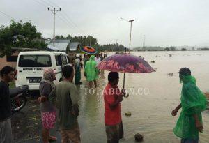 Jalan Tras Sulawesi lumpuh total saat banjir