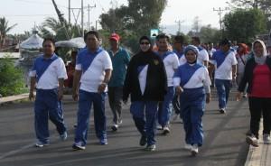 Pemkab Bolmong menggelar jalan sehat dan senam zumba dalam rangka peringatan ke-51 Hari Kesehatan Nasional (HKN).