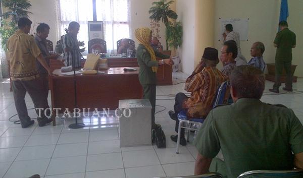 Suasana penghitungan suara di kantor Bupati Bolmong