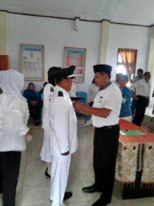 Wakil Bupati Rusdi Gumalangit saat melantik tiga penjabat kepala desa