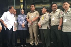 Wali kota Tatong Bara bersama Gubernur Sulut Olly dondokambey  usai mengikuti Rakor penanggulangan Bencana