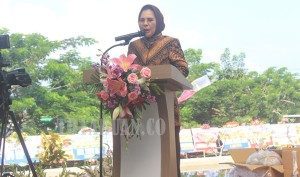 Walikota Kotamobagu Ir Hj Tatong Bara saat memberikan sambutan di grand opening Hotel Sutan Raja