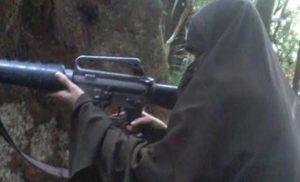 istri santoso berlatih menembak